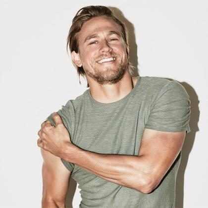 WTF! ¿Charlie Hunnam se negó a ser Christian Grey porque le da asco Dakota Johnson?