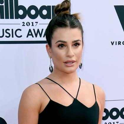 Lea Michele chora ao se encontrar com Céline Dion no Billboard Music Awards 2017