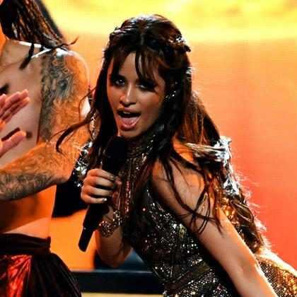 Calça de Camila Cabello rasga durante show