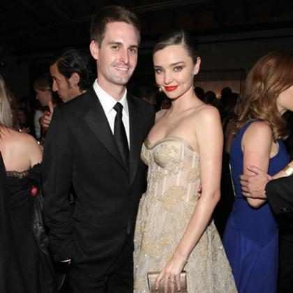 Miranda Kerr e Evan Spiegel se casam em cerimônia íntima