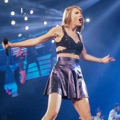 Mãe de Ryan Seacrest é praticamente uma sósia de Taylor Swift