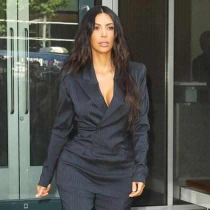 Kim Kardashian se pronuncia após ser acusada de fazer blackface em campanha