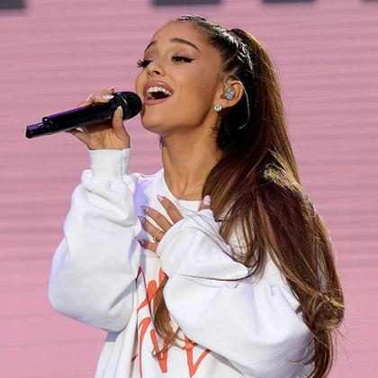Ariana Grande luce un peinado completamente inesperado y nos encanta ¡Mírala!