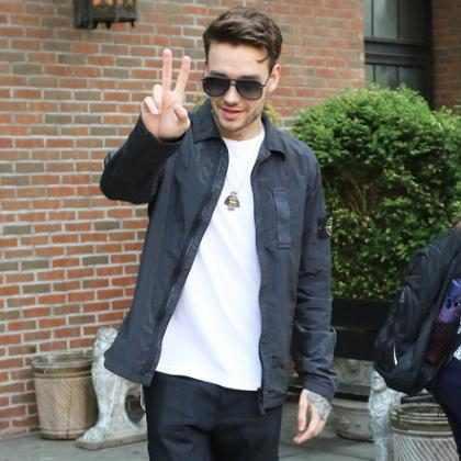 Liam Payne leva fãs à loucura ao exibir tanquinho na web