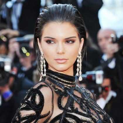 Kendall Jenner posa para ensaio ousado e mostra clique no Instagram