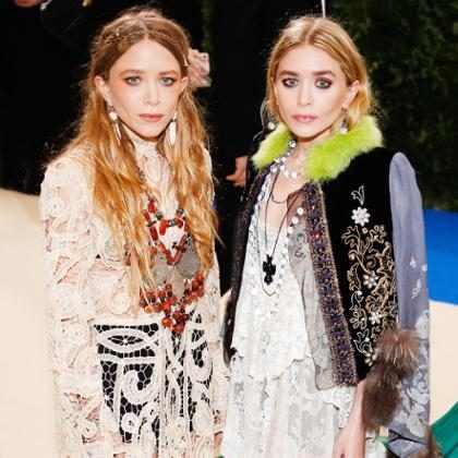 Los vestidos como damas de honor de Mary-Kate y Ashley Olsen fueron únicos, por no decir menos ¡Míralos!