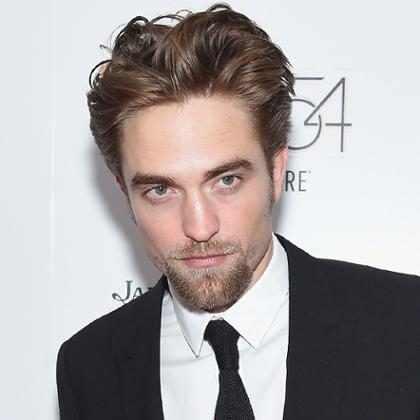 Robert Pattinson recuerda sus rebeldes años de escuela, y la picante causa de su expulsión