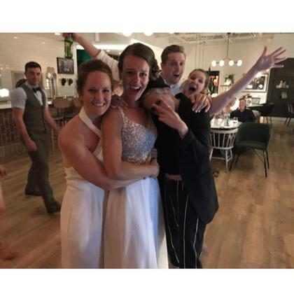 Kristen Stewart invade festa de casamento e surpreende noivas