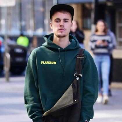 Justin Bieber cancelou tour para se dedicar a Cristo, diz site