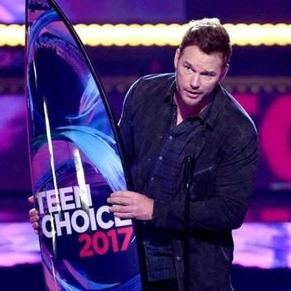 Chris Pratt aparece no palco do Teen Choice Awards 2017 após separação com Anna Faris