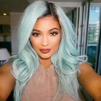 """Kylie Jenner asegura ya """"superó"""" llevar el cabello de colores locos y usar pelucas"""