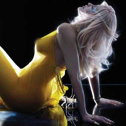 Kylie Jenner ostenta suas belas curvas em vídeo para a V Magazine