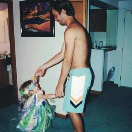 Filha de Paul Walker posta foto do pai em homenagem ao seu aniversário