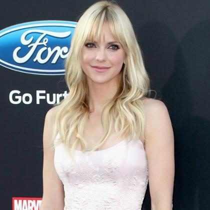 Anna Faris brilló en su primera aparición en la alfombra roja tras su separación de Chris Pratt