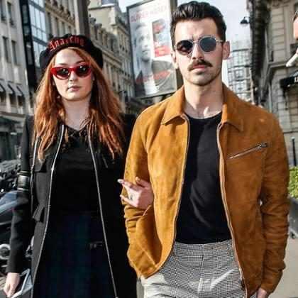 Joe Jonas e Sophie Turner são vistos pela primeira vez após noivado