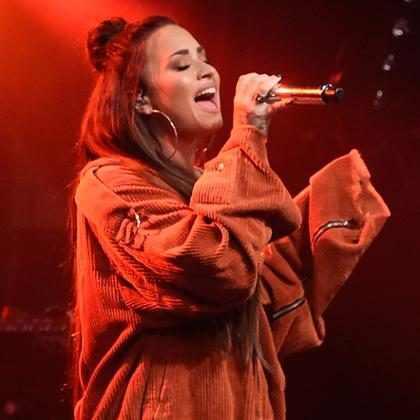 Demi Lovato perde a voz ao cantar Stone Cold e xinga no palco