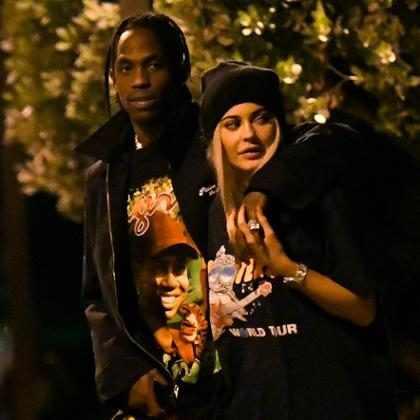 Kylie Jenner recebe 443 rosas de Travis Scott após nascimento da filha