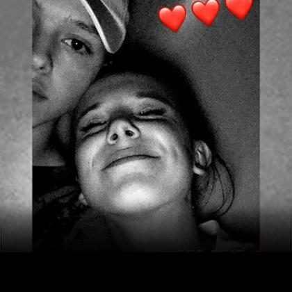Millie Bobby Brown posta foto romântica com seu suposto namorado