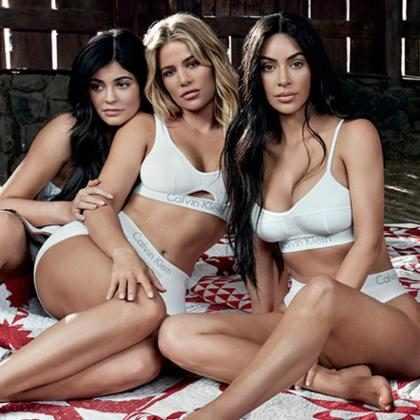 Kim, Khloé e Kourtney Kardashian estrelam campanha da Calvin Klein com Kylie e Kendall Jenner