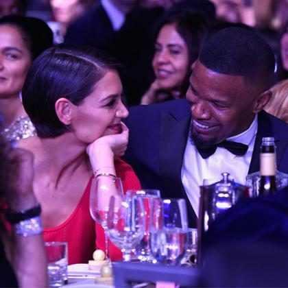 Katie Holmes e Jamie Foxx são flagrados em clima de intimidade no Gala pré-Grammy 2018