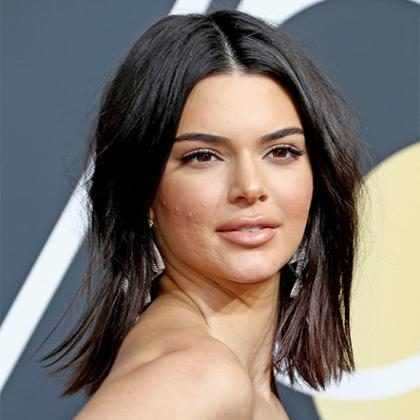 Kendall Jenner rebate críticas sobre acne no rosto no Globo de Ouro