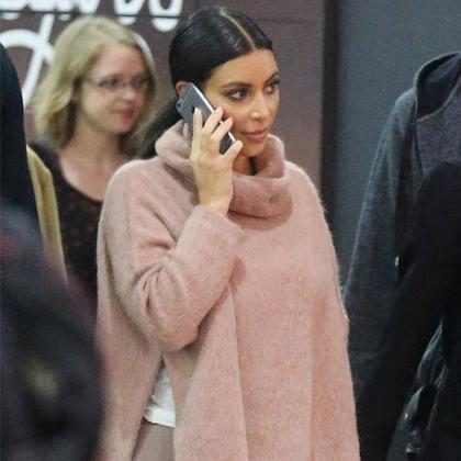 Kim Kardashian leiloa as roupas dela para ajudar hospital infantil