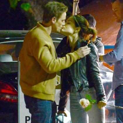 Lucy Hale está namorando Riley Smith, seu colega de elenco em Life Sentence