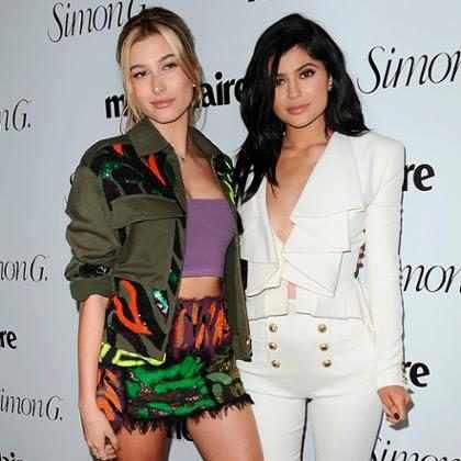 Hailey Baldwin elogia a maneira como Kylie Jenner lidou com a gravidez