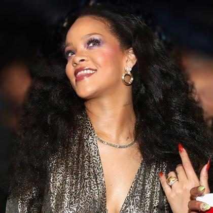 Rihanna quer fazer o body glitter acontecer