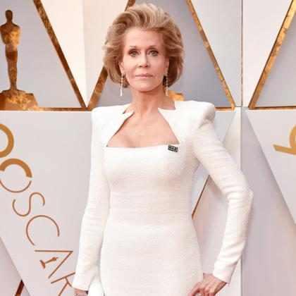 Aos 80 anos, Jane Fonda arrasa no tapete vermelho do Oscar 2018