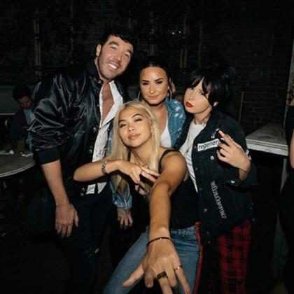 Demi Lovato responde fã que a questionou sobre a sua sobriedade