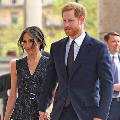 Meghan Markle e Príncipe Harry fazem primeira aparição após nascimento do sobrinho