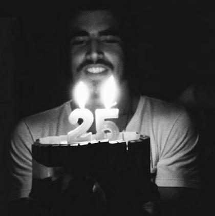Caio Castro comemora aniversário de 25 anos de idade