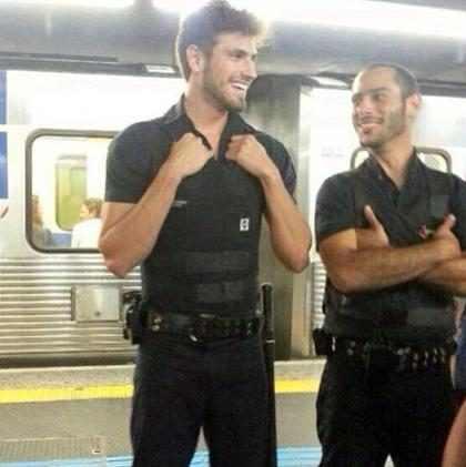 Segurança gato do metrô vai ter que mudar de estação