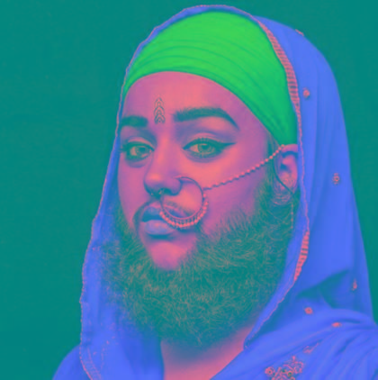 Ativista barbada estrela propaganda de beleza e bomba na internet