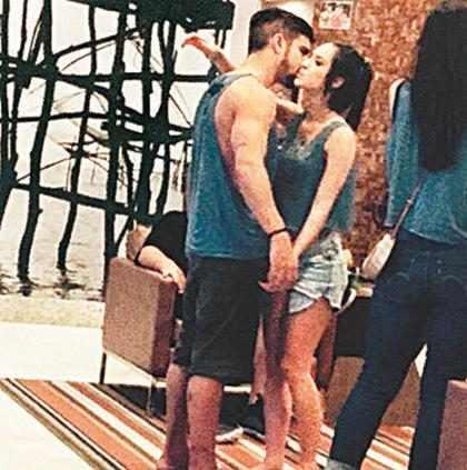 Caio Castro teria beijado morena em carnaval de Salvador
