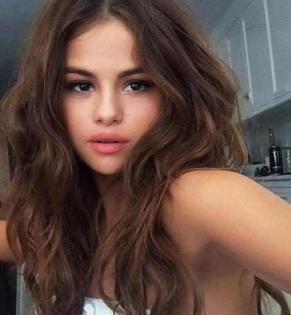 Selena Gomez conquista 100 milhões de seguidores no Instagram