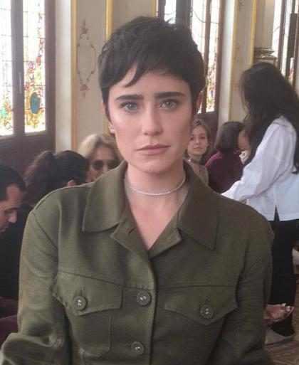 Fernanda Vasconcellos adota novo corte de cabelo e fala sobre seu estilo