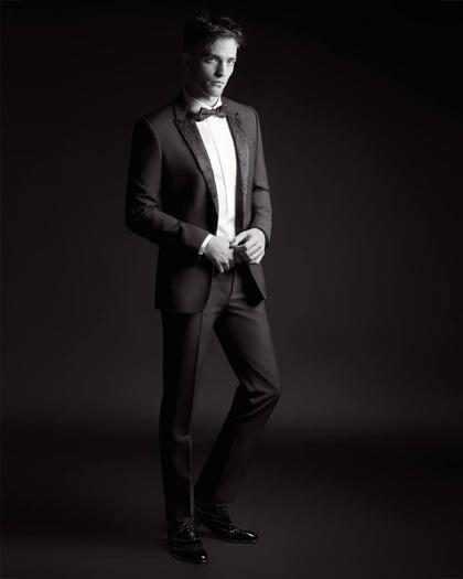 Robert Pattinson mostra seu charme em nova campanha da Dior