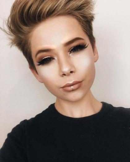 Garoto de 15 anos faz sucesso com tutoriais de maquiagem