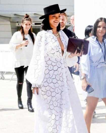 Rihanna le dio un consejo de ruptura a un fan y comprobó que no la merecemos