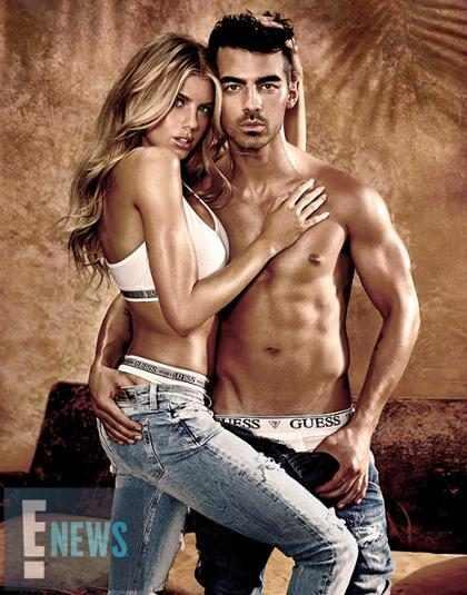 Joe Jonas exibe o tanquinho sarado em nova campanha da Guess
