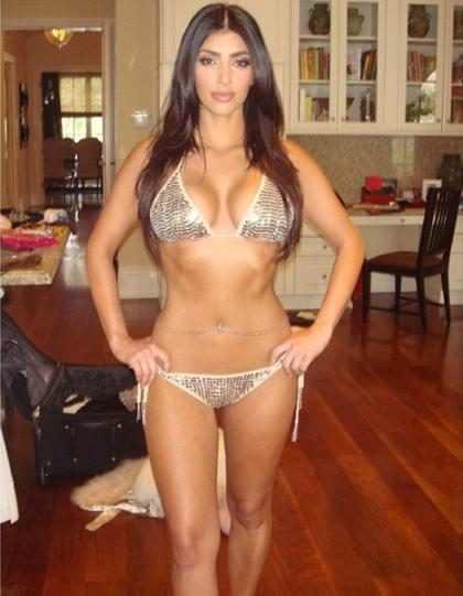 Kim Kardashian publica foto antiga de biquíni