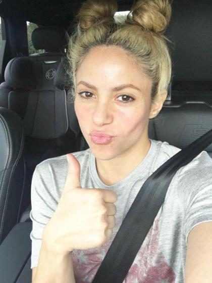 Shakira celebra el éxito de su nueva canción desde su cama y… ¡Tienes que verla! (+ Foto)