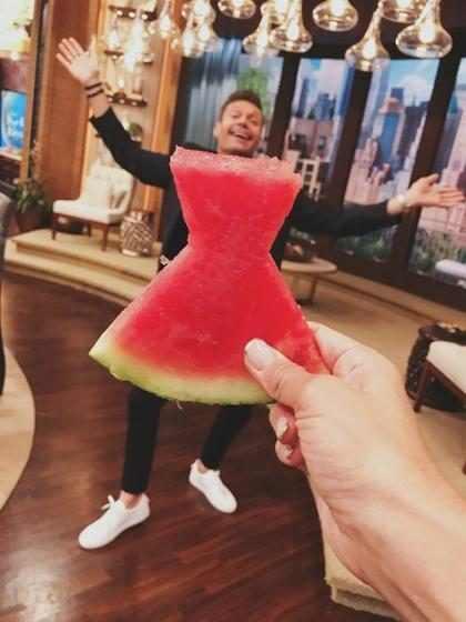 """Vestido de melancia"" vira tendência nas redes sociais"