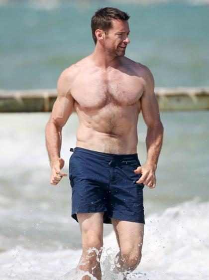 Hugh Jackman disfrutando de las cálidas aguas Saint-Tropez