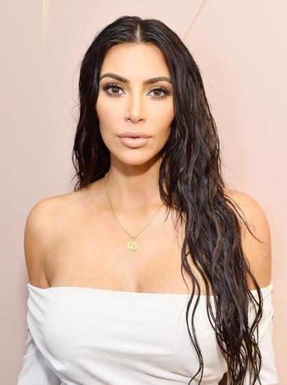 Kim Kardashian se convirtió en una rubia platinada ¡Mira su nuevo look!