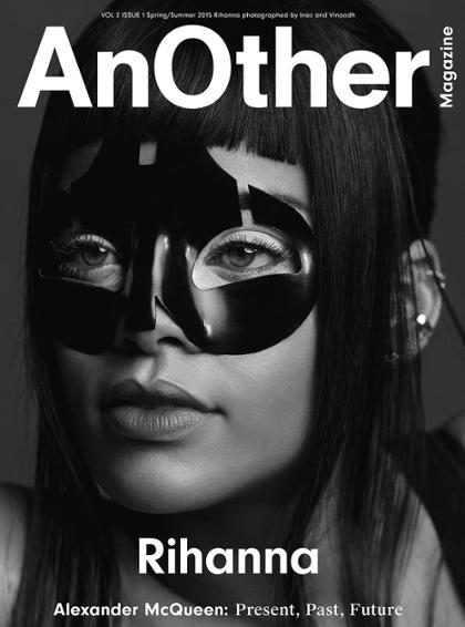 Rihanna posa semidesnuda en un homenaje a <em>Alexander McQueen</em> (+ Fotos)