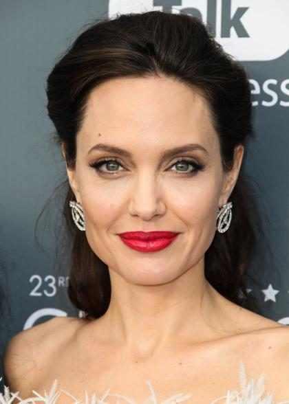 ¡Angelina Jolie compartió su sencilla rutina de belleza!