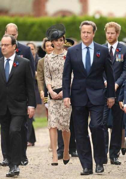 "Kate Middleton aparece ""levitando"" em foto"